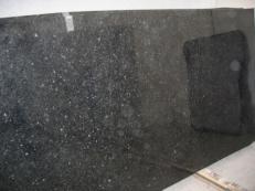 Fourniture dalles brillantes 2 cm en granit naturel ANGOLA BLACK SILVER CV_ASB25. Détail image photos