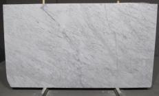 Fourniture dalles polies 2 cm en marbre naturel BIANCO CARRARA CD 1427M. Détail image photos