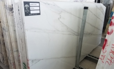 Fourniture dalles brillantes 3 cm en marbre naturel CALACATTA LINCOLN U0180509. Détail image photos