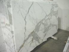 Fourniture dalles brillantes 2 cm en marbre naturel CALACATTA ORO EDM24267. Détail image photos