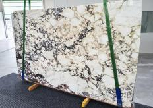 Fourniture dalles brillantes 2 cm en marbre naturel CALACATTA VIOLA 12911. Détail image photos