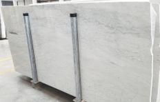Fourniture dalles brillantes 2 cm en marbre naturel CARRARA 1548M. Détail image photos