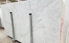 Fourniture dalles brillantes 2 cm en marbre naturel CARRARA 1693M. Détail image photos