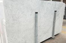 Fourniture dalles brillantes 3 cm en marbre naturel CARRARA 1693M. Détail image photos