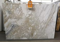 Fourniture dalles brillantes 2 cm en marbre naturel GOLDEN CALACATTA U0403A. Détail image photos