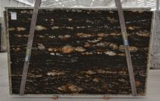 Fourniture dalles brillantes 3 cm en granit naturel MAGMA BQ01825. Détail image photos