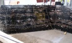 Fourniture dalles brillantes 2 cm en marbre naturel PORTORO E-B12034. Détail image photos