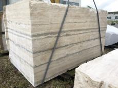 Fourniture blocs sciés 165 cm en travertin naturel TRAVERTINO SILVER LIGHT 1733M. Détail image photos
