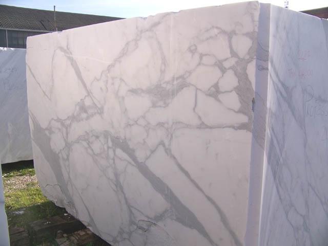CALACATTA ORO EXTRA Fourniture (Italie) d' blocs bruts en marbre naturel C-PR2003