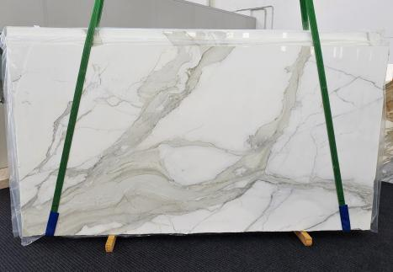 CALACATTA ORO EXTRA Fourniture Veneto (Italie) d' dalles brillantes en marbre naturel 1366 , Slab #01