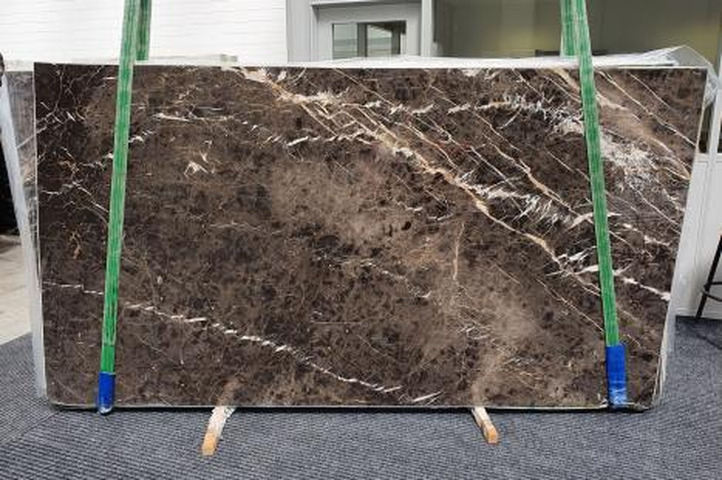 MARRON IRIS Fourniture Veneto (Italie) d' dalles brillantes en marbre naturel 1404 , Slab #10