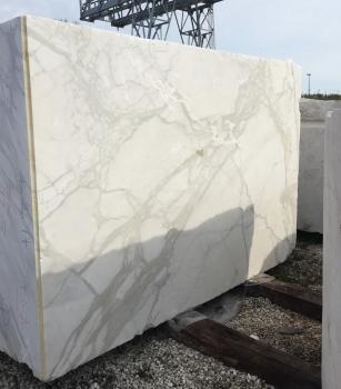 CALACATTA ORO EXTRA 1 bloc marbre italien brut Face B,  122 x 81 x 70 ˮ pierre naturel (disponible à Verona, Italie)