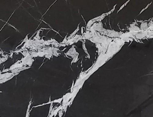 Détaille technique: MONACO BLACK, marbre naturel brillant marocain