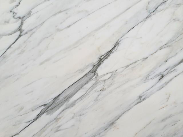 Détaille technique: CALACATTA CARRARA, marbre naturel poli italien