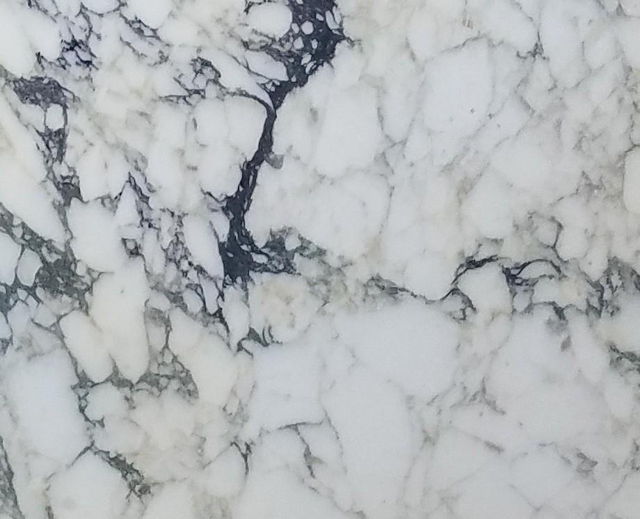 Détaille technique: CALACATTA MONET, marbre naturel scié italien