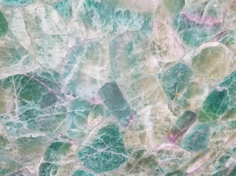 Détaille technique: FLOURITE, pierre semi précieuse naturelle brillante du Madagascar